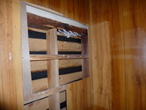 ミツバチの巣撤去